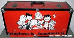 Peanuts Gang standing around piano 'Happiness is...' Trunk
