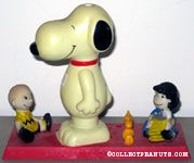 Snoopy Electric Toothbrush holder with Charlie Brown, Lucy & Woodstock figurines