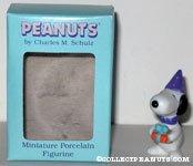 Snoopy holding present Figurine