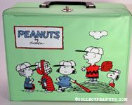 Peanuts Gang on pitcher's mound and Charlie Brown flying kite Green Lunch Box