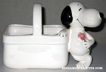 Snoopy holding flower Planter