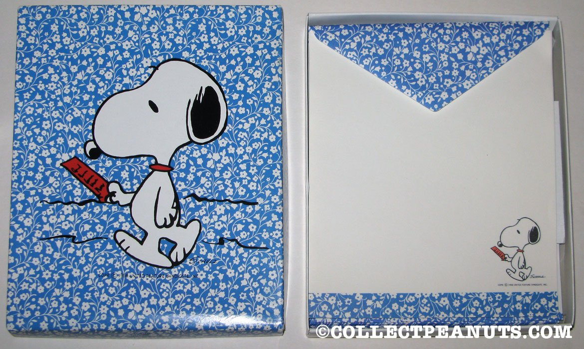 Snoopy on doghouse reading