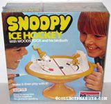 Snoopy Ice Hockey with Woodstock on his birdbath Snap Tite Model Kit