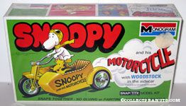 Snoopy and his Motorcycle with Woodstock in the sidecar Snap Tite Model Kit