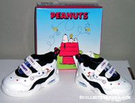 Snoopy playing baseball Kids shoes