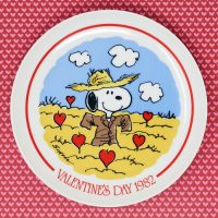 Snoopy Scarecrow in field of Hearts 1982 Valentine's Day Plate
