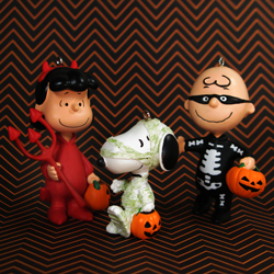 Changing seasons with the Peanuts Gang