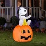 Snoopy Inflatable Yard Decoration
