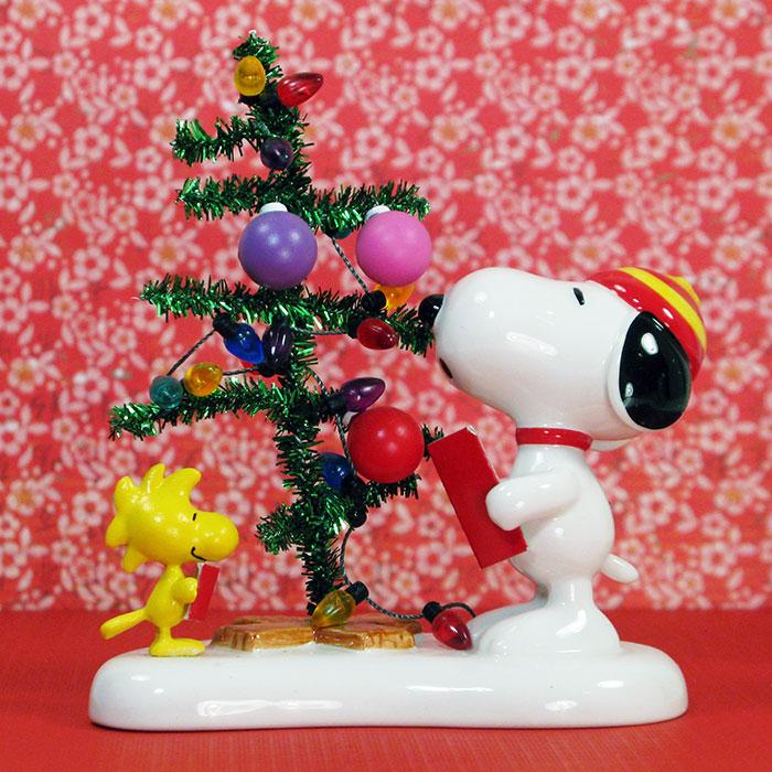 Snoopy & Woodstock Caroling Christmas Figurine