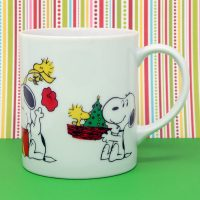 Snoopy opening gifts Christmas Mug