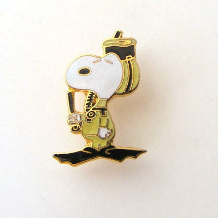 Snorkling Snoopy Aviva Pin