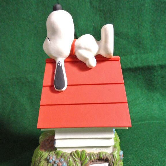 Snoopy's Doghouse Decorative Lamp