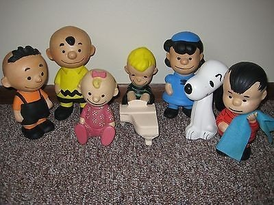 A full set of craft Peanuts Hungerford Ceramic Figurines