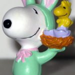 Easter Beagle carrying Woodstock in Nest PVC Figurine - Green
