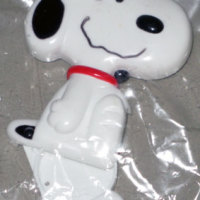 Snoopy sitting with compartment in leg Pin