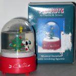 Snoopy & Woodstock decorating Christmas tree Music Box Snowglobe