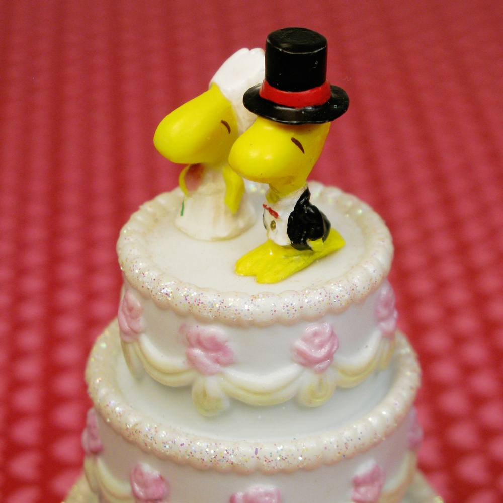 Cake Decor Figurines : Woodstock Wedding Cake Treasure Box Figurine ...