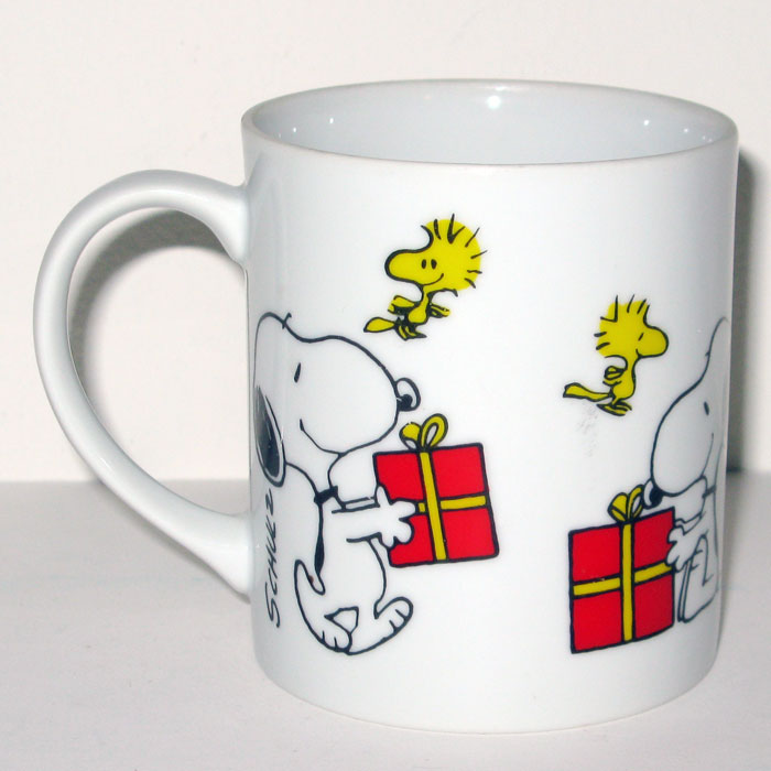 Snoopy & Woodstock opening gifts Christmas Mug - CollectPeanuts.com
